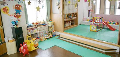 お子様を安心して預けられる施設を完備しています!